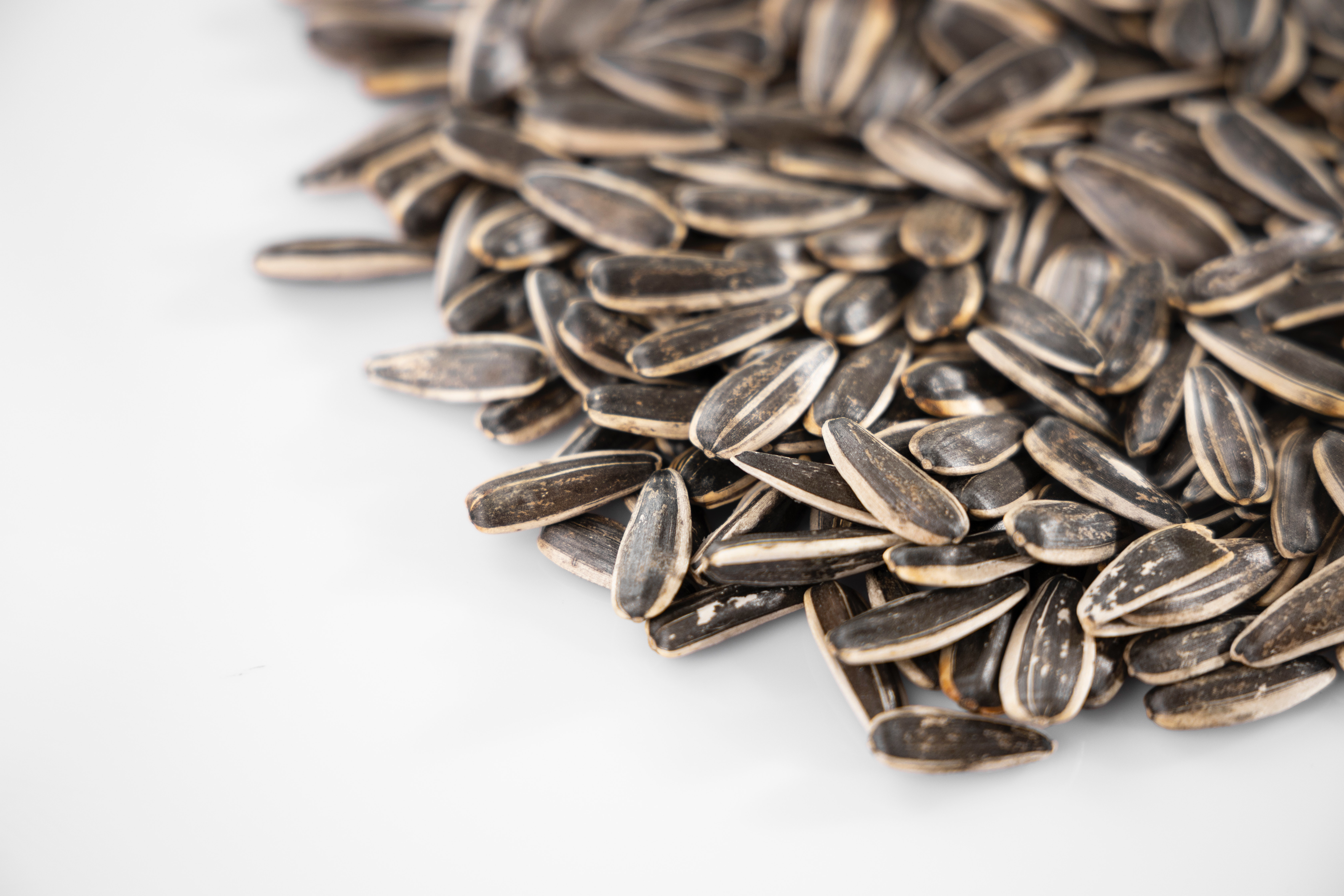 Non-flavoured sunflower seeds as a snack